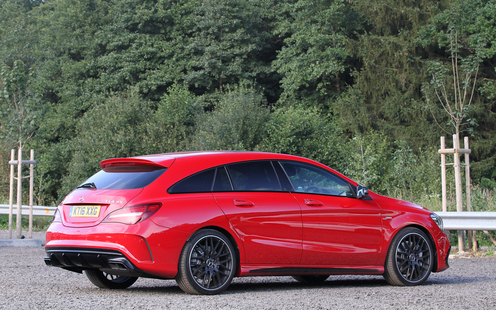 spotted red cla 45 amg shooting brake amg in years. Black Bedroom Furniture Sets. Home Design Ideas